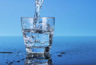 Сколько человеку нужно пить воды в день